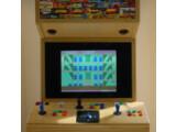 Bild: Selbstgebauter Arcade-Automat für drei Spieler. In diesem Kasten steckt allerdings ein moderner Gaming-PC mit 2,6 Gigahertz und einem Gigabyte RAM (Klick vergrößert).
