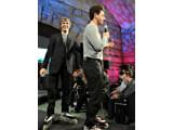 """Bild: Sergey Brin und Larry Page präsentieren das """"T-Mobile G1"""""""