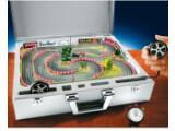 Bild: Spielchen gefällig? Mit dem Kart-Koffer sind packende Fahrmanöver an ungewöhnlichen Orten möglich.