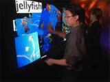 Bild: Einmal mehr präsentiert Jeff Han, Chefentwickler und Gründer von Perceptive Pixel, sein revolutionäres Bedienkonzept. Han sieht in berührungsempfindlichen Displays die Zukunft der Computerbedienung. In der Linkbox finden Sie das Video zum aktuellen Angebot von Neiman Marcus.