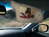Bild: Spaß für Kinder und Beifahrer: Diese Multimedia-Sonnenblende bietet großes Entertainment für den kleinen Geldbeutel.