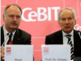 Bild: CeBIT-Pressekonferenz mit Ernst Raue, Vorstandsmitglied der Deutschen Messe AG (links), und Prof. Dr. August-Wilhelm Scheer, Präsident des Verbandes Bitkom (rechts).