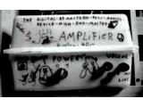 Bild: The Digital-Remastered-Full-Analog-Device-High-End-Master-Amplifier: Ein frühes Projekt des Fingers. Grundmaterial: Salatkiste