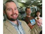 Bild: Die Internet-Beschleuniger: Professor Ben Eggleton von der Universität Sidney und sein Team.