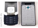 Bild: Samsung setzt auf empfindsame Sensortasten, Sony Ericsson auf runde, mechanische Bedienelemente.
