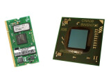 Bild: Links: der XScale von Marvell auf einer Platine Rechts: der Intel Atom Prozessor