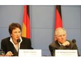 Bild: Bundesjustizminister Zypries und Bundesinnenminster Schäuble am 11. März in Berlin