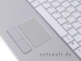 Bild: Am weißen Deckel ist die geschwungene Handschrift Sonys erst auf den zweiten Blick an den gleichfarbigen Vaio-Lettern erkennbar. Trotz der leicht abgerundeten Kanten erweckt das 15,4-Zoll-Notebook einen insgesamt sehr eckigen Eindruck.