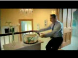 Bild: Auch in diesem <a href=http://www.youtube.com/watch?v=Sz4Ua-c5JYU target=blank>Werbespot</a> geht es um zwei Menschen, die sich lieben und ehren: Schluss mit der Harmonie ist, wenn es darum geht, wer den schicken Geländewagen eines japanischen Herstellers fahren darf. Um ans Steuer des Wagens zu gelangen, ist jedes Mittel recht.