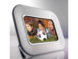 Bild: Display: 7 Zoll / Auflösung: 800 x 480 Pixel / Bildschirmformat: 16:9 / interner Speicher: 128 MB / Speicherkarten: SD, MMC, XD-Picture Card und Memory Stick / Helligkeit: 200 cd/m² / Kontrastverhältnis: 300:1 / integrierte Uhr / Kalender-Funktion / Diashow / Abmessungen: 233 x 173 x 160 mm / Gewicht: 515 g