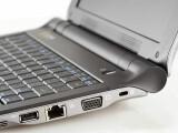 Bild: Tastatur und Anschlüsse rechts.