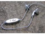 Bild: Clip, Ohrhörer und Mikro: Gut geeignet für Telefonate - mehr nicht.