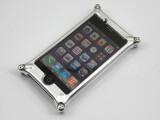 Bild: Auf die Rückseite sollte man das iPhone nur ohne festgeschraubte Linse legen.