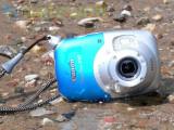 Bild: Wasser und Sand können der Kamera nichts anhaben solange alle Abdeckungen fest verschlossen sind.