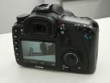 Bild: Der LCD-Monitor auf der Rückseite ist 7,6 cm groß.