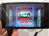 Bild: 3D trägt das LG Optimus 3D bereits im Namen. Kein Wunder, dass LG den 3D-Funktionen einen extra Drücker spendiert hat. Über diesen gelangt der Nutzer zum Beispiel zum 3D-Channel von YouTube. (Bild: netzwelt)