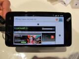 Bild: Neue Größe: Mit einem knapp 4,3 Zoll großen Bildschirm stößt Samsung in neue Display-Regionen vor. Aber nicht allein die Größe zählt: Erstmalig kommt ein Super-Amoled-Plus-Display zum Einsatz. (Bild: netzwelt)