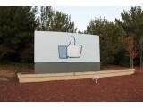 """Bild: Der """"Gefällt mir""""-Daumen markiert die neue Firmenzentrale. (Bild: Facebook)"""