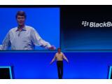 Bild: Das ist er, der neue CEO von Blackberry-Hersteller Research in Motion (RIM). Etwas unbeholfen steht er auf der großen Bühne - aber vielleicht müssen Underdogs ja auch genau so dastehen. (Bild: netzwelt)