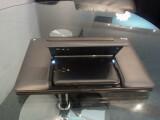 Bild: Das Asus PadFone wird mit einer Docking-Station ausgeliefert. Darin eingelegt verwandelt sich das 4,3 Zoll große Smartphone in ein 10-Zoll-Tablet. (Bild: netzwelt)