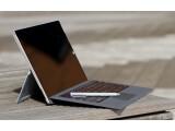 Bild: Fast wie ein Notebook: Aufgeklappt wirkt das Surface Pro 3 nicht zuletzt wegen dem vergrößerten Bildschirm erwachsen. (Bild: netzwelt)
