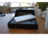 Bild: Großes Silbernes im kleinen Schwarzen: Das Huawei Ascend Mate 7 kommt in einem kompakten Karton ins Haus.