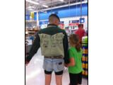 Bild: Dieser mutige Vater wollte seinen Töchtern beweisen, dass zu kurze Shorts gar nicht sooo cool sind... Peinlich.