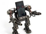 Bild: Hände hoch! Der Mech-Roboterstand hält Smartphones zu einem einmaligen Preis von 50 Britischen Pfund, umgerechnet 63 Euro. (Bild: red5.co.uk)