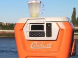 Bild: Der Coolest Cooler ist ein Multifunktionsgerät für Männer-Partys. In ihm sind eine Kühlbox verbaut, ein Mixer für Cocktails, drahtlose Lautsprecher und ein Akku-Auflader für Smartphones sowie Tablets verbaut. Er kostet umgerechnet 254 Euro. Wer sich für den Gadget-Kasten interessiert, muss sich jedoch vom Anbieter auf eine Warteliste setzen lassen.