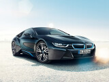 Bild: Der BMW i8 mit Hybridantrieb verfügt über 362 Pferdestärken (PS) und beschleunigt in 4,4 Sekunden von Null auf 100 Kilometer pro Stunde (km/h). Als Preis gibt der Hersteller einen Betrag von mindestens 126.000 Euro an. (Bild: BMW)