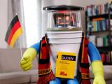 Bild: Der HitchBot lernt Deutsch.