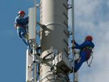 Bild: Techniker am LTE-Sendemast: Die Telekom rüstet ihre Netze jetzt mit Mobilfunk bis zu 300 Megabit pro Sekunde auf.