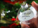 Bild: Die Weihnachtskugeln von Aura lassen sich über das Smartphone erleuchten.