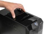 Bild: Der Multimedia-PC Akoya E2225 D besitzt einen Datenhafen genannten Adapter, der Festplatten des Hersteller ohne zusätzliche Verkabelung aufnimmt.