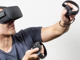 Bild: Mit dem Motion-Controller Oculus Touch werden Handbewegungen in den virtuellen Raum übertragen.