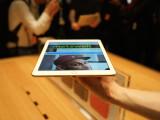 Bild: Das iPad Air 2 ist zwar leichter als der Vorgänger. In der Hand ist der Gewichtsunterschied aber kaum bemerkbar.