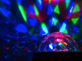 Bild: Und ab geht die Zimmerparty. Die Leuchtkraft der drei LEDs reicht auch für große Räume aus.