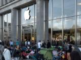 Bild: Vor den Apple Stores dieser Welt beginnt die Camping-Saison.