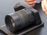 Bild: Die Lytro Illum konnte auf der Photokina 2014 am Stand von Lytro begutachtet werden. Wir haben uns für euch die digitale Lichtfeldkamera einmal näher angeschaut.
