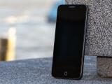 Bild: Sieht aus wie Apples iPhone, läuft aber mit Firefox OS - das Alcatel OneTouch Fire E stellt sich dem netzwelt-Test.