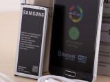 Bild: Der Akku des Galaxy S6 soll eine geringere Kapazität besitzen als der des Vorgängers.