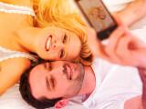 Bild: Der Valentinstag steht vor der Tür. Nutzt den entspannten Samstag für Selfies mit eurem Valentinsschatz und zeigt der Welt eure Liebe!