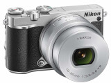 Bild: Die neue Nikon 1J5 setzt auf Retro-Design.