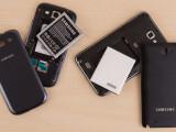Bild: Smartphones mit wechselbarem Akku gibt es nicht zuhauf, aber es gibt sie.