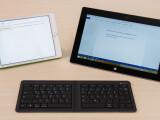 Bild: Zwischen allen Stühlen: Microsofts Universal Foldable Keyboard lässt sich nicht nur zusammenklappen, sondern verbindet sich auch mit fast allen Android-, Apple- und Windows-Geräten.