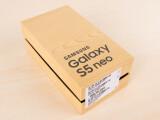 Bild: Das Galaxy S5 neo ist in der netzwelt-Redaktion eingetroffen.