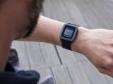 Bild: Smartwatch mit einer gehörigen Portion Retro-Charme: Die Pebble Time wirkt - Achtung, Wortspiel - wie aus der Zeit gefallen.