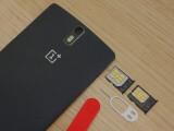 Bild: Das OnePlus One wird künftig mit Nano- und Micro-SIM-Schlitten ausgeliefert.