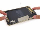 Bild: Kleber inside: Das iPad mini 4 lässt sich nur schwer reparieren.