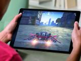 """Bild: Riesig: Nicht umsonst wurde das iPad Pro im Vorfeld der Apple-Keynote als """"Monster-iPad"""" betitelt. Mit einer Bildschirmdiagonalen von 12,9 Zoll stellt es das 9,7 Zoll große iPad Air 2 deutlich in den Schatten."""
